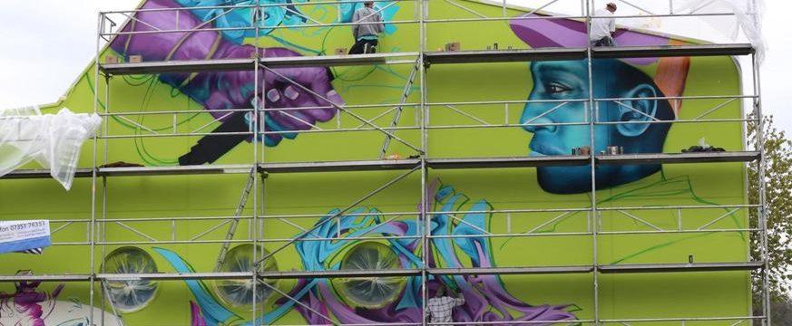 Schwäbische: Graffitikünstler gestalten Jugendhaus